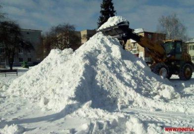 На Вінниччині комунальники створили сніговий атракціон